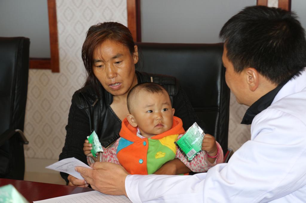 博尔羌吉镇: 河南支医专家来义诊-巴里坤县政府网