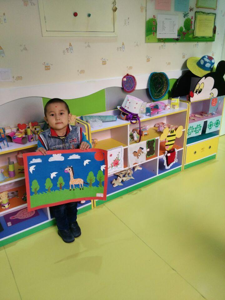 """巴里坤镇第三幼儿园开展""""创意美术""""幼儿特色课程作品展评活动图片"""